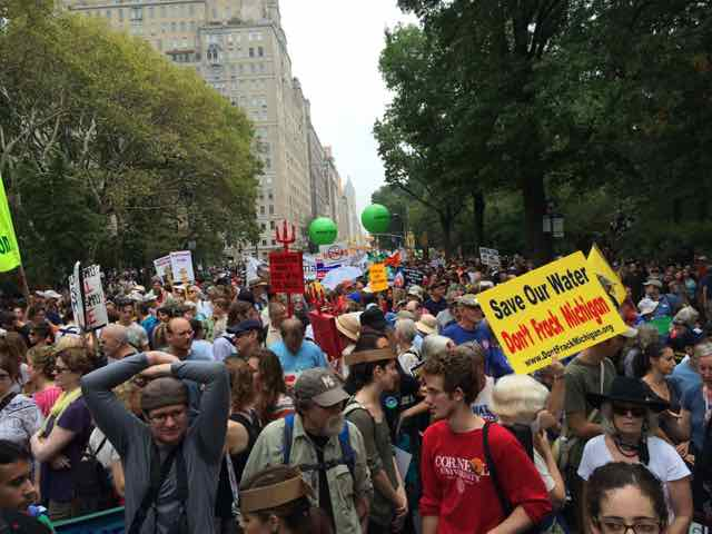 400,000 march in NY 2014